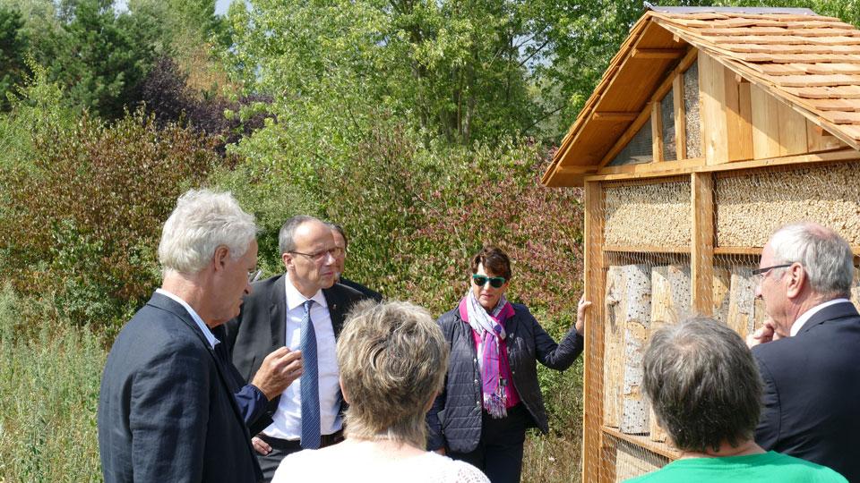 Impressionen anlässlich der Einweihung eines neuen Insektenhotels auf dem Gelände des Golf-Club Main-Taunus (Bild: DGV)