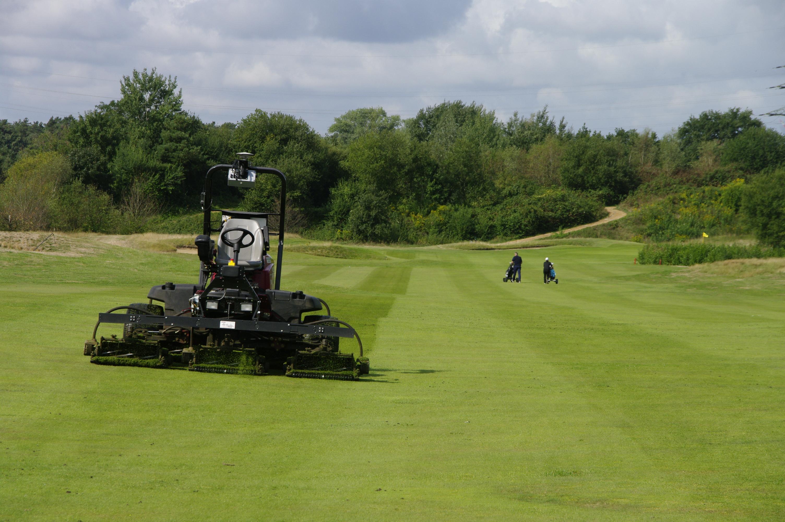 Automatisierte Golfplatzpflege im GolfResort Adendorf