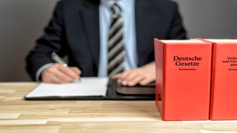 DGV hat ein Merkblatt zur Neuregelung der Befristung bei der Laufzeit von Spielrechtsverträgen erstellt (Foto: istock/cameris)